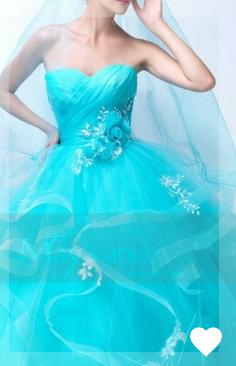 Soyez à la hauteur grâce à notre sélection de robes de bal longues. Les reines du bal craquent pour ...