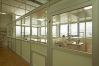 Reinraumproduktion bei Lanz-Anliker AG