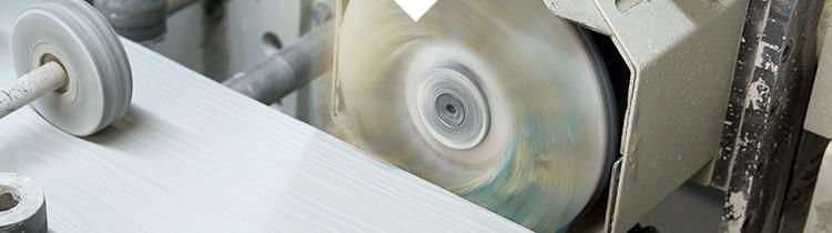 Sand-Perfect 100 er designet til slibning af alle slags kanter og emner med komplekse konturer. Bord...