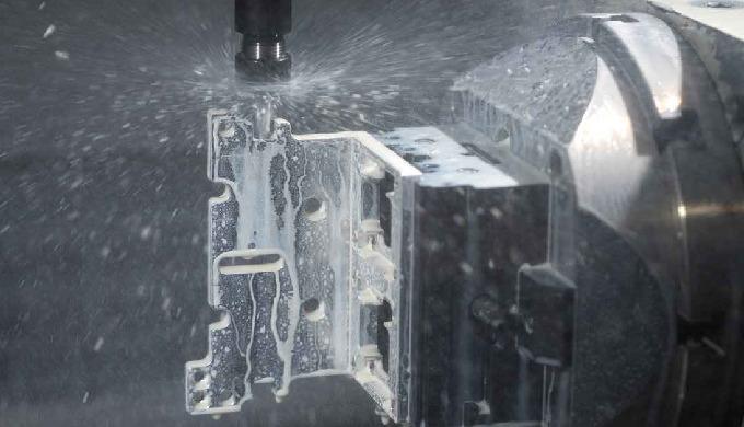 Kubische und rotative CNC Bearbeitung