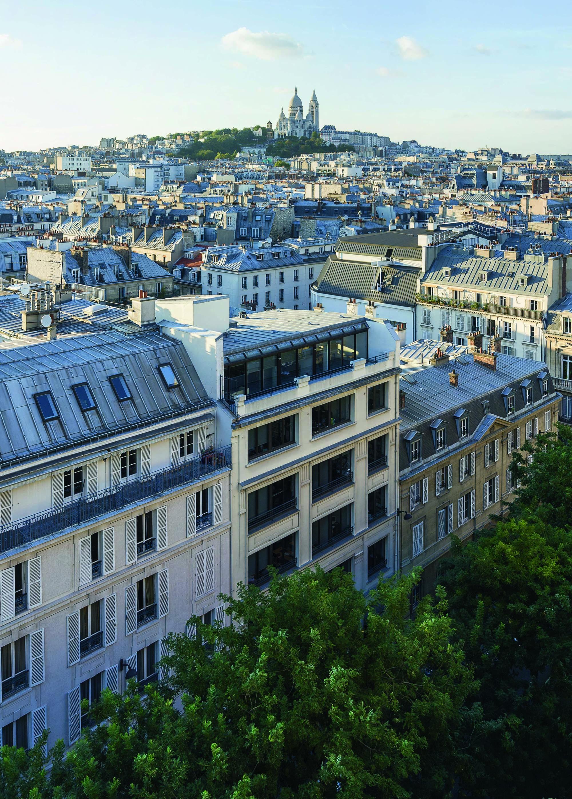 La Paris College of Art offre un programme d'été au cours duquel les étudiants découvre au travers d...