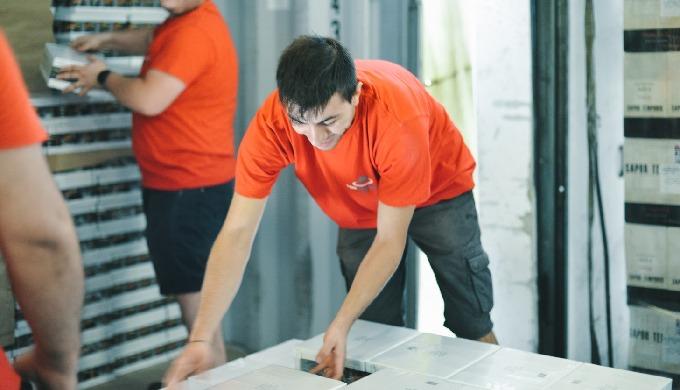 Svolgiamo servizi di scarico container con personale qualificato nella provincia di Veorna, Vicenza ...