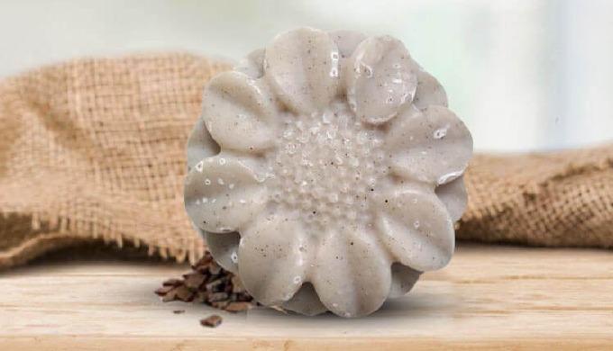 CUIR CHEVELU GRAS Pour les cuir chevelus gras, nous avons conçu ce shampoing solide bio au Chanvre &...