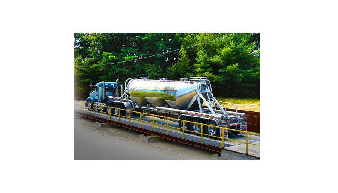 Material: Mild Steel Weighing Capacity: Max. 200 Ton Brand: Nipro Size: 18 x 3 m Accuracy: 20 Kg Dis...
