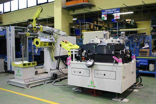 Líneas compactas y largas de alimentación para prensas y periféricos en general que permiten automat...