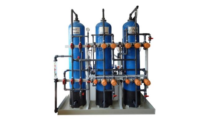 Automatische, kompakte, nach dem Ionenaustauscherprinzip arbeitende Anlagen zur Vollentsalzung von S...