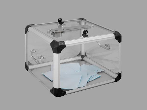 Très belle qualité!Fabrication plexiglass transparente ép. 3 et 4 mmOssature en aluminiumPoignées la...