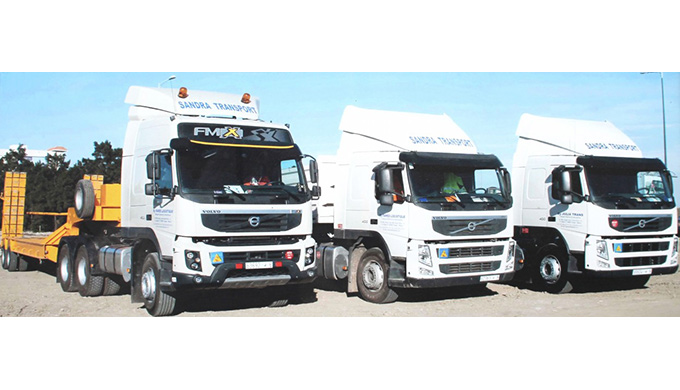 Le transport routier par camion et avantageux dans la distribution souple des marchandises sur place...