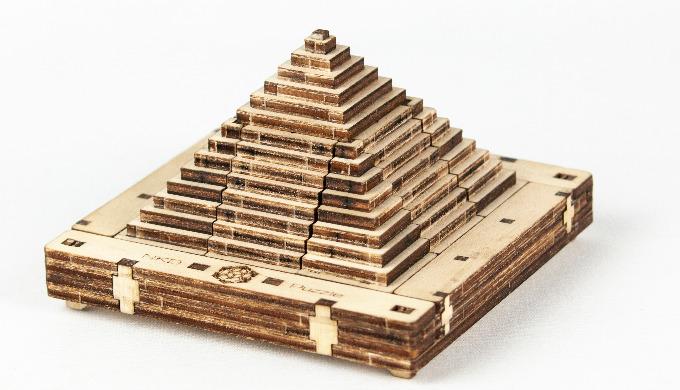 Pyramido a 3D game