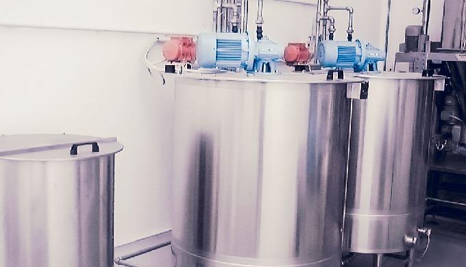 Dosaggio in forma liquida di prodotti grassi in cisterne in acciaio inossidabile con sistema riscald...