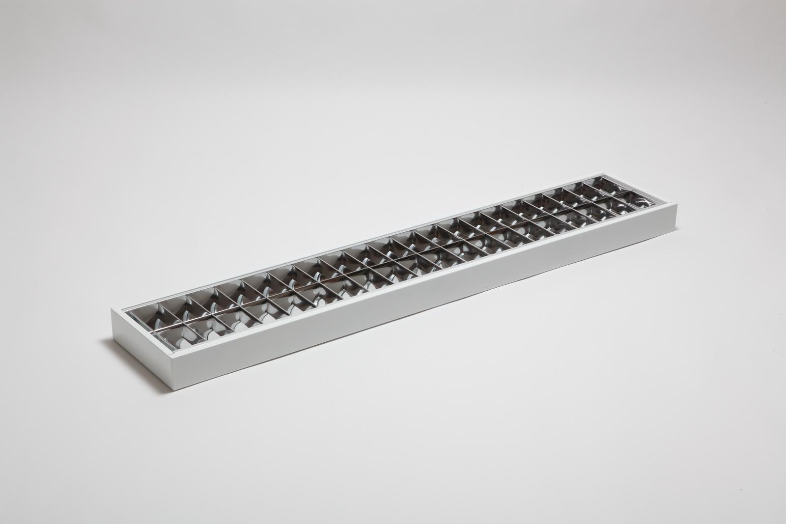 Svítidlo je vyrobeno v provedení k montáži na strop a lze jej použít i jako závěsné. Těleso svítidla...