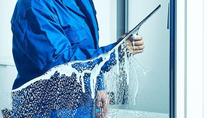 TopRein kümmert sich um die Reinigung Ihrer Fenster und Auslagen. Unter dem Einsatz von erfahrenen R...