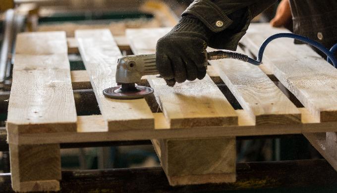 À l'aide de notre technologie, nous prenons en compte la taille de la charge, le poids, l'emballage,...