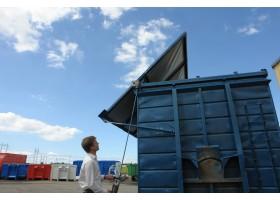 Ett nytt revolutionerande system för öppning av tak och väggar på lastväxlarflak liksom på små som s...