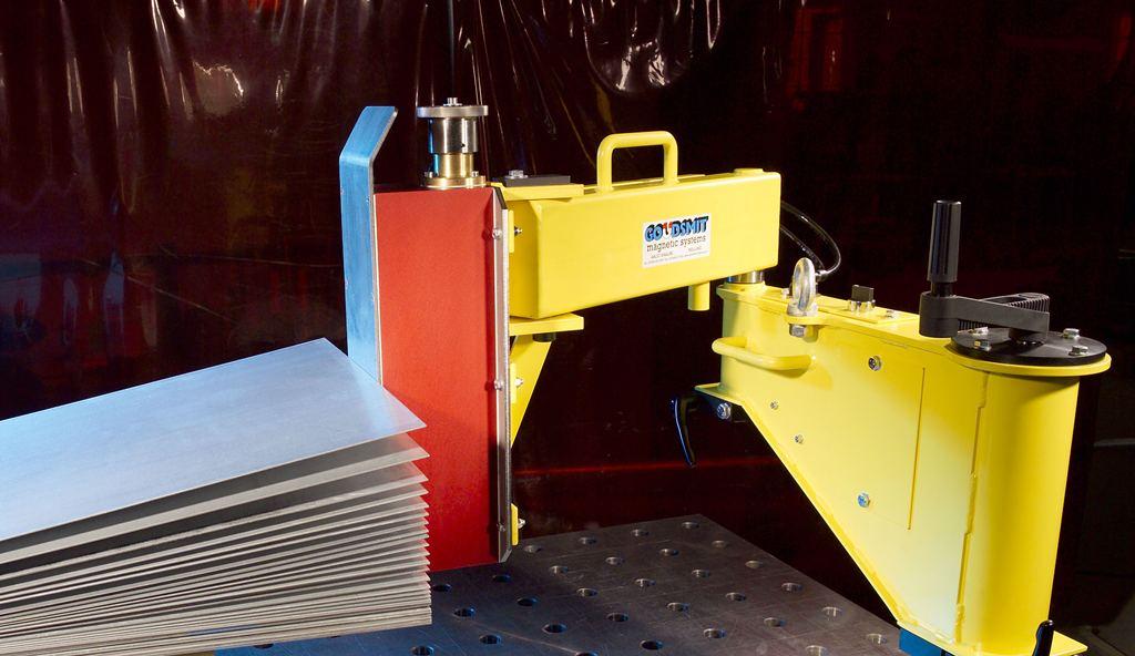 Pro potřebu oddělování kovových tabulí plechu vyrábíme magnetické čeřiče. Po oddělení jednotlivých t...
