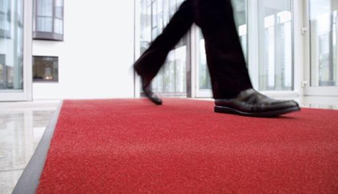 Immer einen Schritt voraus Wussten Sie, dass rund 20 Prozent aller meldepflichtigen Arbeitsunfälle a...