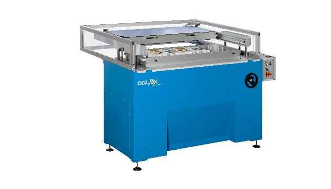 Universal-Klebemaschine für die Produktion von Farbkarten mit einzelnen, flach geklebten Mustern. Ei...