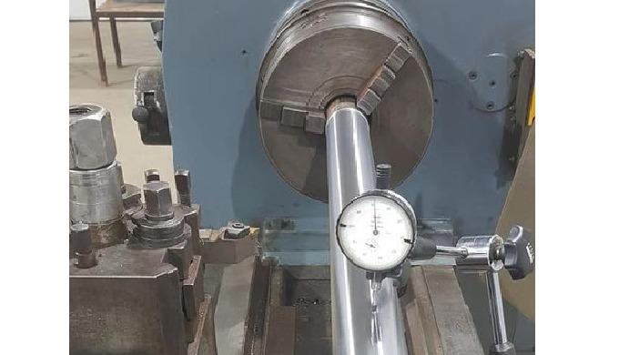 Atelier de prelucrare a metalului prin operatii de aschiere, debitare, gaurire, frezare.