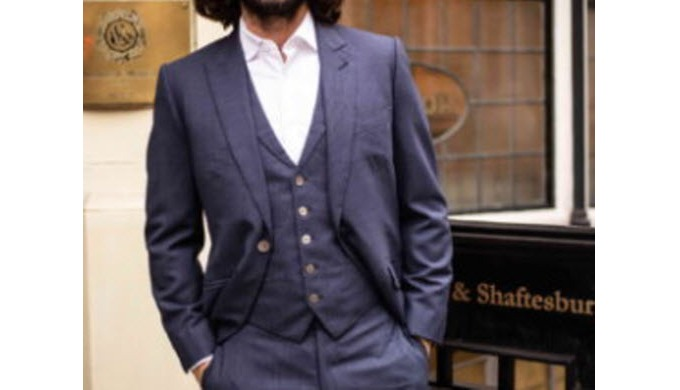 Caroline Andrew is a highly respected bespoke tailor who focuses on traditional hand-crafted British...