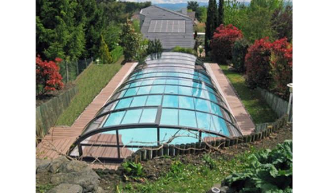 Zastřešení bazénů - nízká zastřešení - nechcete-li narušit vzhled Vaší zahrady, ale přitom je pro Vá...