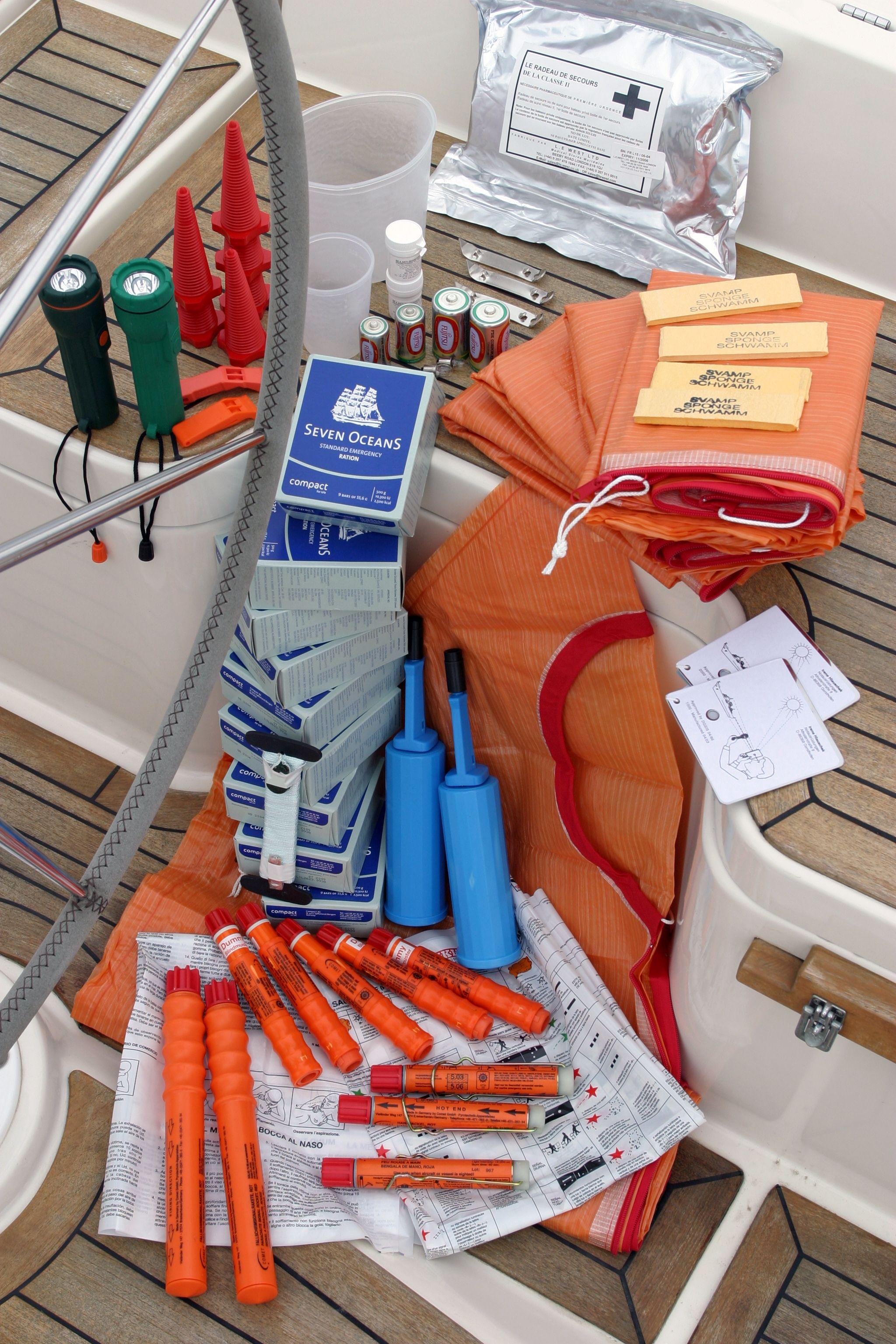 Som standard, er et udvalg af nødudstyr og redningsmidler pakket inde i redningsflåden. VIKING bruge...