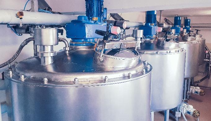 Cisterne liquidi in acciaio inossidabile per interni ed esterni di dimensioni variabili, per lo stoc...