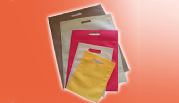 Fabrication d'emballages industriel secteur textile habillement, sachets avec rubans, adhésifs, sach...