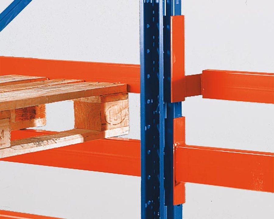 Für ein- und doppelseitige Regale, bei Verwendung von Distanzstücken. Einhängbar Alle Bauteile sind ...