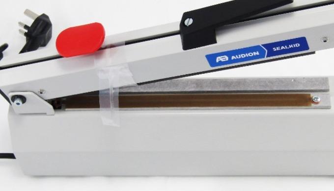 Deze industriële heat sealer is een handmatige machine die geschikt is voor zowel PE-films als dunne...