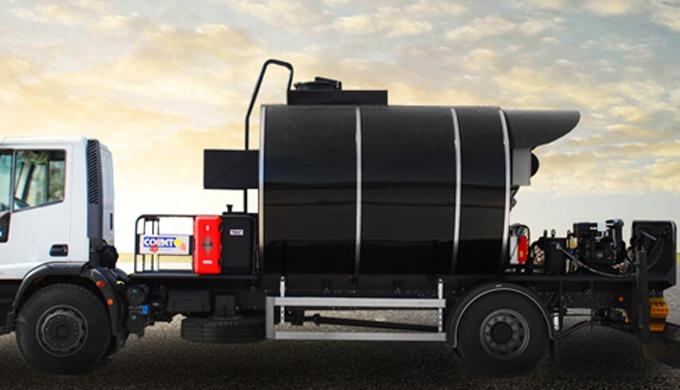 La semi-remorque citerne à bitume COMET est conçue et réalisée pour le transport et le stockage sur ...