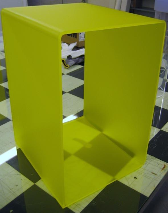 Bord - farget Plexiglas ©