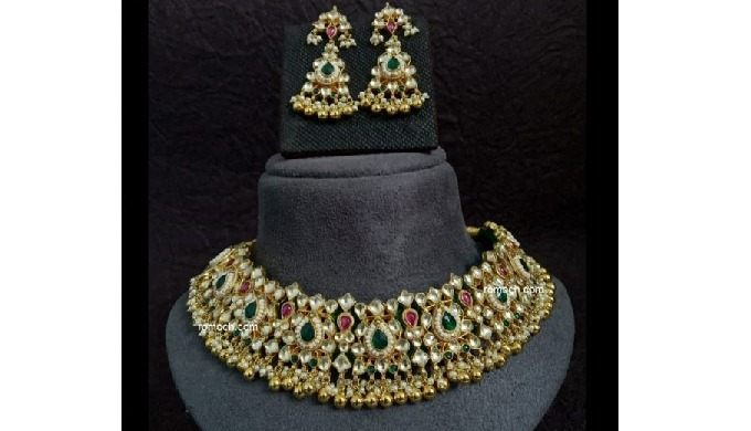 Buy this gorgeous Kundan Jewellery Set online from Romoch. Visit our website for more.