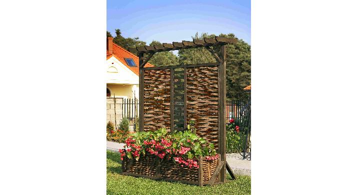 Wykonana z drewna i wikliny przeznaczona do ogrodów bezpieczna dla urzytkowników ekologiczna. Wyposa...