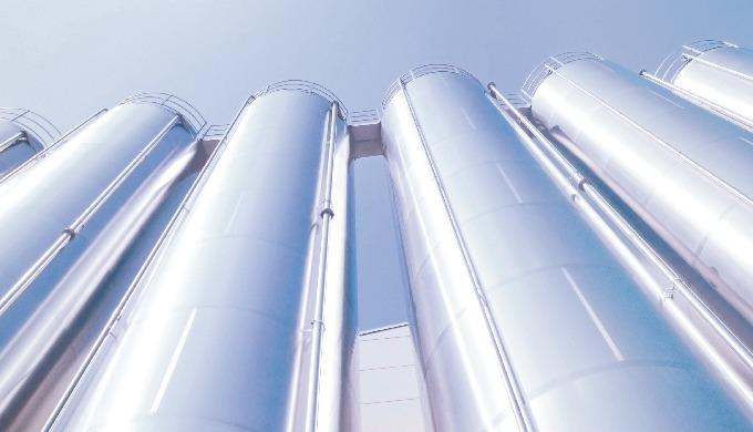 Silos per esterni in acciaio inossidabile adatti al contenimento di polveri e prodotti granulari. Co...