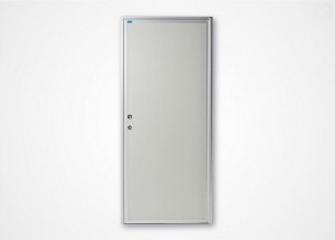 Enkeldörr eller dubbeldörr. Helt fylld av lackerad stålplåt eller aluminiumplåt och mineralull eller...