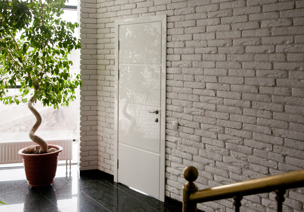 Uşi din lemn stratificat (glulam)