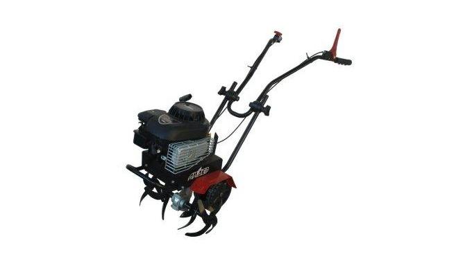 Motocultivatoare cu motor cu benzina.