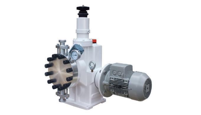 Průmyslové dávkovací čerpadlo s hydraullickým pohonem membrány.