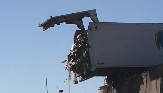 Cette semi-remorque pour le transport de déchets à fond mouvant utilise les dernières innovations Le...