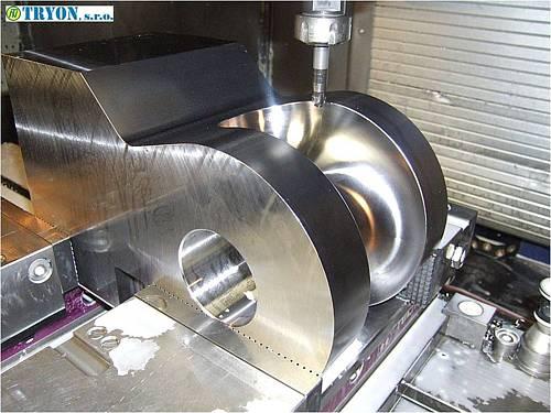 Přesné kovoobrábění. • Obrábění přesných strojních součástí k obráběcím strojům, potravinářským a ba...