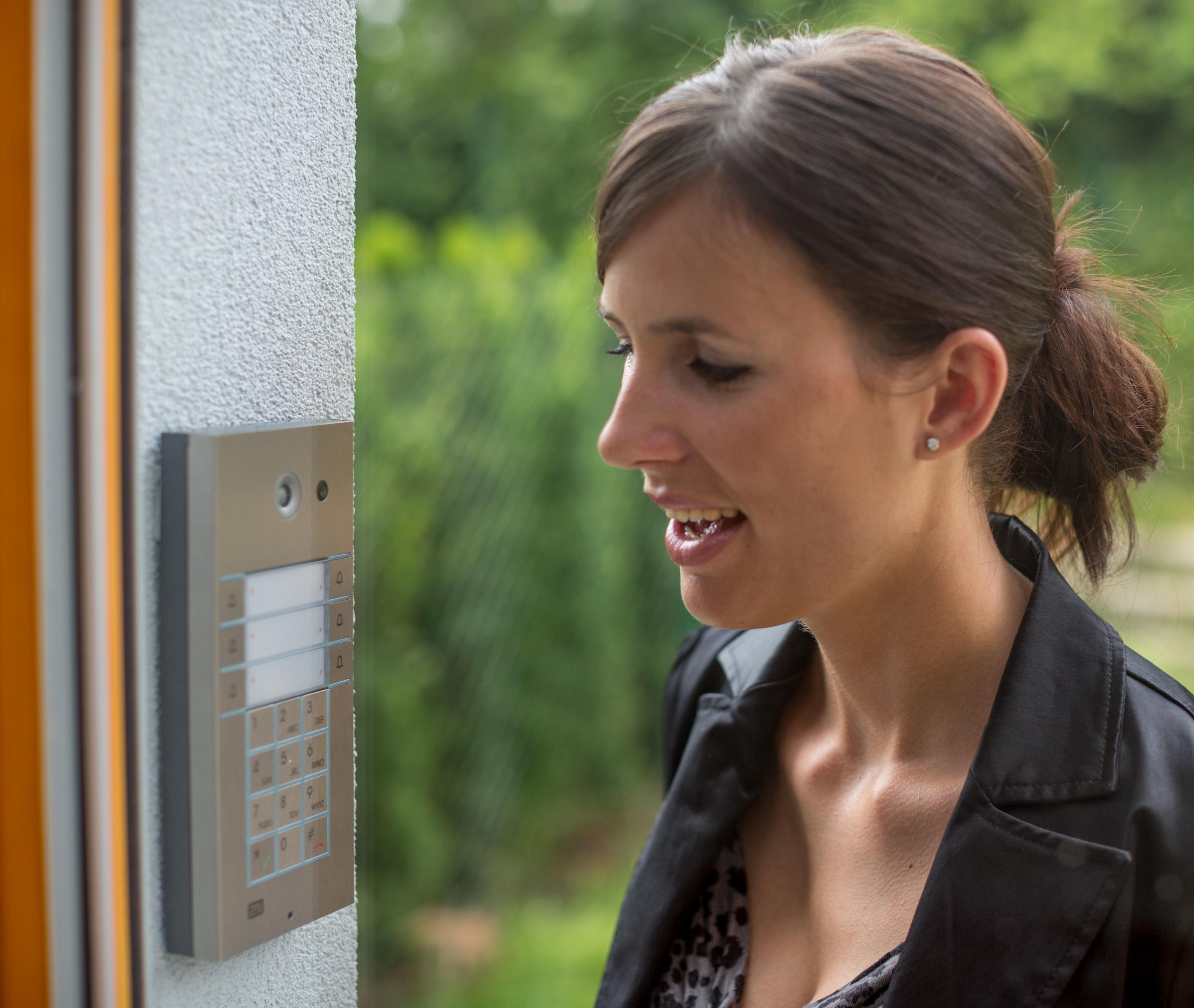 Variabilita pro každého2N® Helios IP Vario je dveřní interkom, u kterého se dokonale snoubí špičkové...