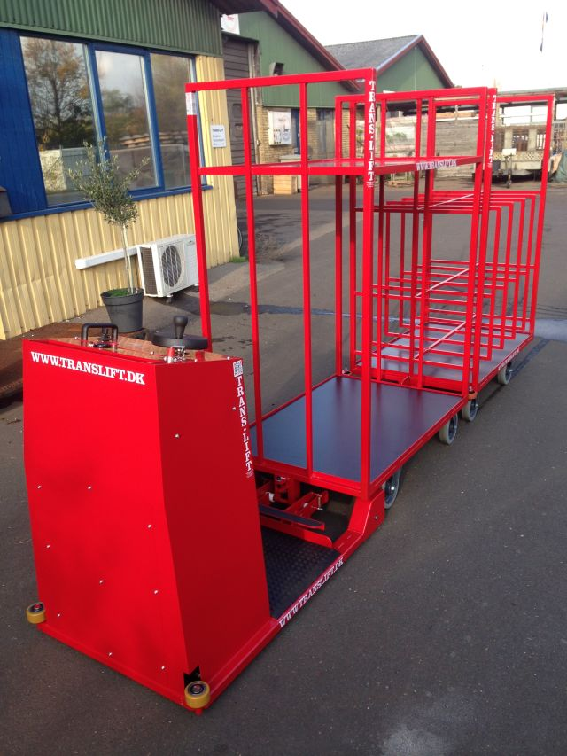 Maneuverable and stable Electric Towing Vehicle in narrow warehouse areas. Standing or seated driver...