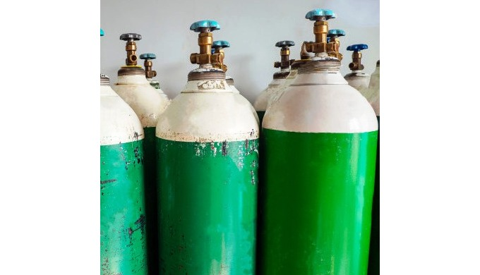 Medical grade oxygen in light weight cylinder