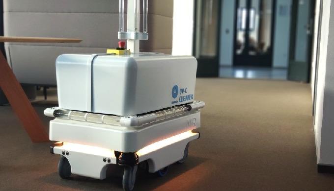 Automatický dezinfekční robot