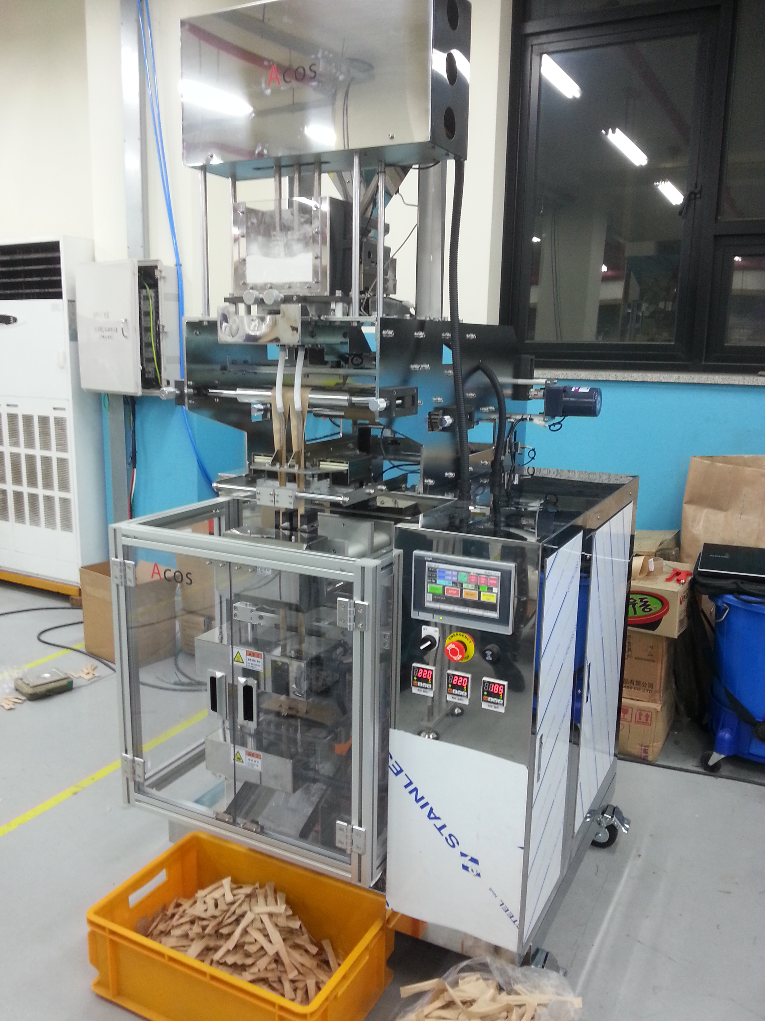This is a stick pouch machine that produces packed stick-shaped sachets. It can be used to produce a...