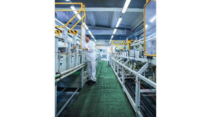 Revêtements de surfaces chimiques électrolytiques