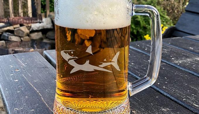 Originální dárek, který potěší každého pivaře. Silný půllitr s uchem (0,5l ) s vlastním vypískovaným...