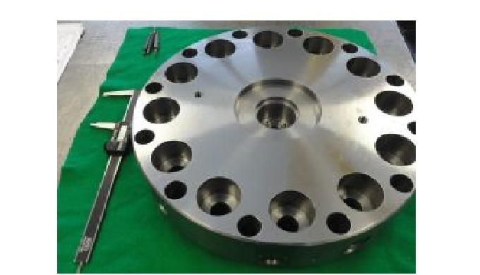 přesné CNC soustružené díly z oceli a litiny