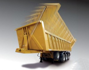 Véhicules conçus pour l'approvisionnement des chantiers, le transfert d'enrobés et de matériaux en v...