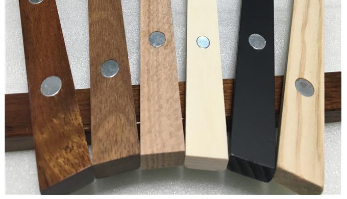 我们是来自中国的木制品艺术品生产商。我们有20年的生产经验,为许多成熟的公司和初创公司提供服务。我们专注于木制品的生产。包括,木箱。木酒盒。木制礼品盒。珠宝盒。持卡人。菜单架。木制支架。木桶。海报衣架...